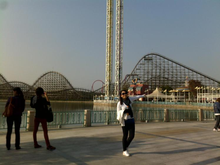 wooden coaster. the fact that the whole thing is made of wood was already a thrill for me. . haha. .