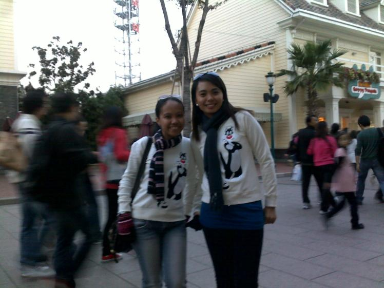that sylvester cat sweater is just too cute. . so we bought one! terno it is!