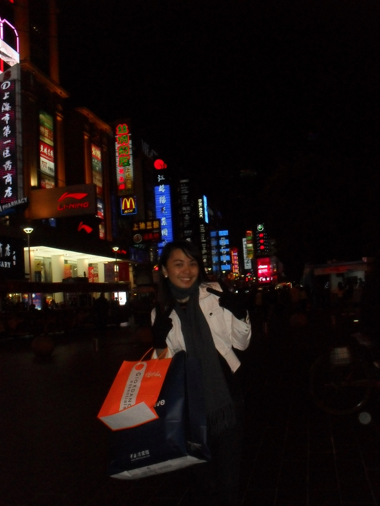 shopped at Nanjing Road. i needed to shop for some winter clothing. . it's so bloody cold when i was there!